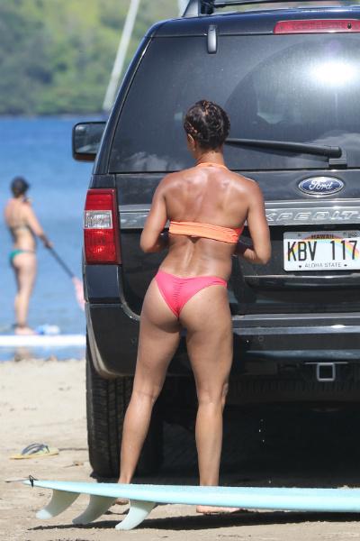 Жена в бикини на пляже фото фото 671-278