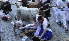 Гости праздника Сан-Фермин пострадали во время забега быков