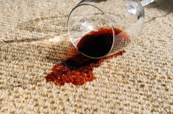 Вывести пятна от вина