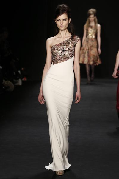 Самые роскошные вечерние платья Недели моды в Нью-Йорке | галерея [1] фото [9]