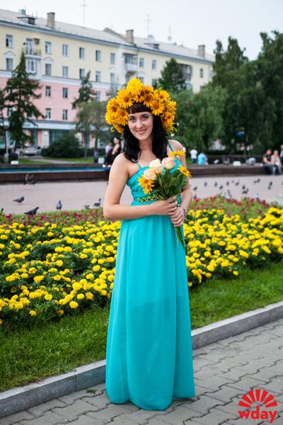 девушки с цветами