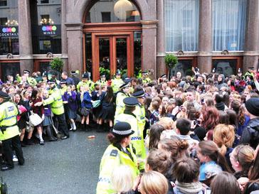 Поклонники Джастина Бибера в Ливерпуле