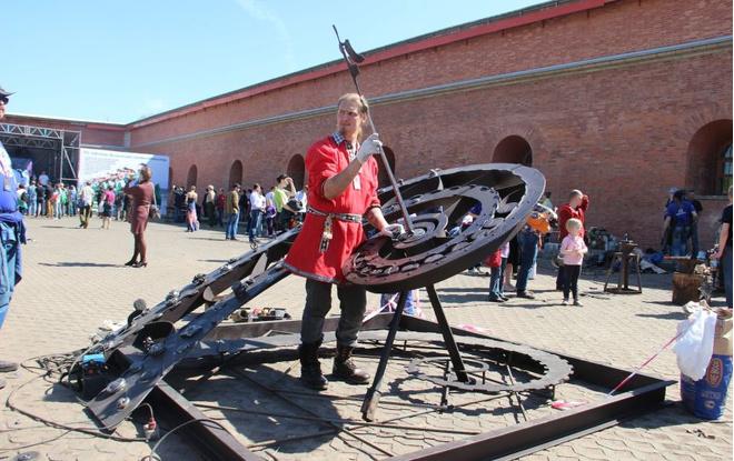 Астрономические часы на пляже Петропавловской крепости