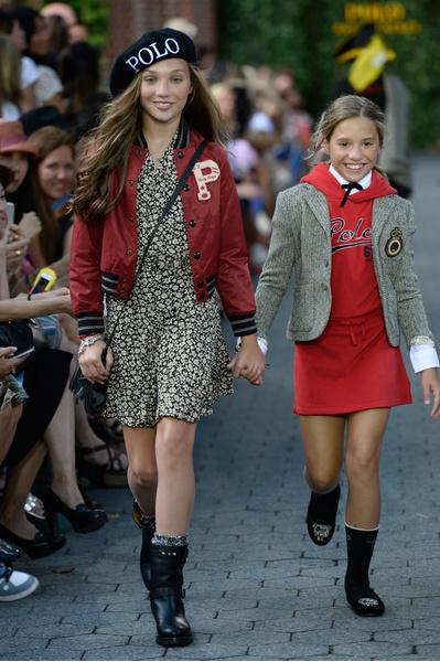 Мэдди Зиглер с младшей сестрой