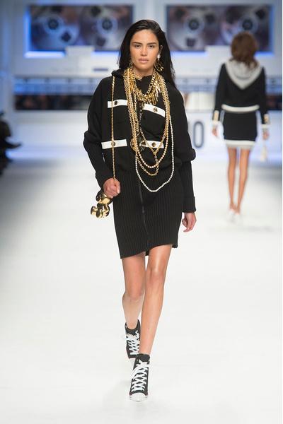 Показ Moschino на Неделе моды в Милане | галерея [4] фото [16]