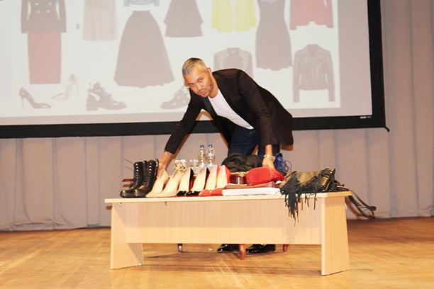 советы топ-стилиста Александра Рогова как подобрать базовый гардероб что носить осенью что модно в этом сезоне мастер-класс в ДГТУ афиша Ростова