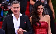 Упс!.. Жену Джорджа Клуни уволили