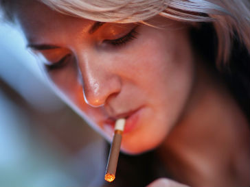 сколько курящих в России