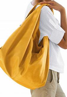 Собираясь на свидание, от большой сумки лучше отказаться