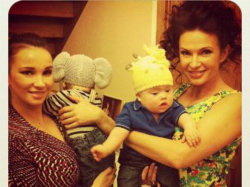 Анфиса Чехова и Эвелина Бледанс с сыновьями