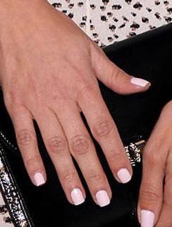 Матовый белый лак для ногтей