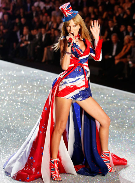 Тейлор Свифт на шоу Victoria's Secret 2013