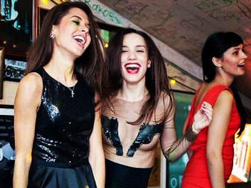 Виктория Дайнеко с подругами устроила девичник в честь ее нового статуса свободной девушки