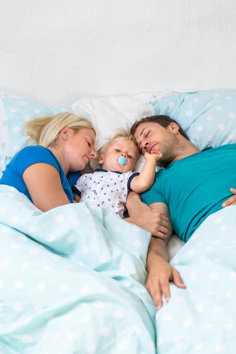 отучить ребенка спать с родителями
