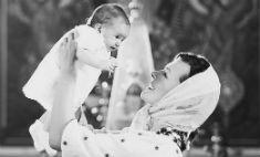 Милота дня: фото с крестин дочери Миллы Йовович