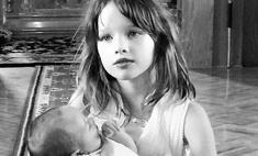 Йовович показала трогательное фото с крестин дочери