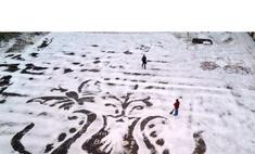 Дворник-художник из Ижевска создает картины на снегу