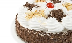 Использование сливок для украшения торта
