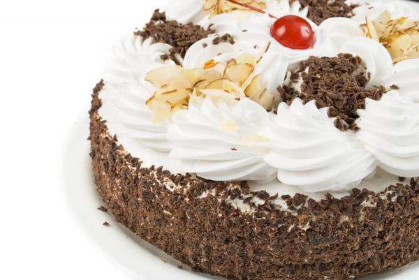 Украшать торт