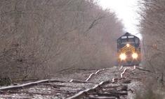 видео поездом едет заброшенным рельсам вирусным