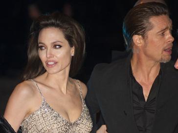 Брэд Питт (Brad Pitt) и Анджелина Джоли (Angelina Jolie) хотели скрыться от журналистов.