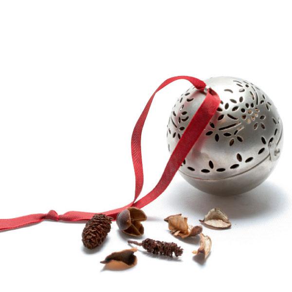 Посеребренный стальной шарик, природный наполнитель с ароматом розы, www.collinesdeprovence.fr.