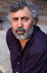 Франческо Пикколо, итальянский писатель, лауреат кинопремии «Давид ди Донателло» за сценарий к фильму Паоло Вирзи «Первая красивая вещь» (2010). Он автор трех романов, но именно «Минуты будничного счастья» сделали его по-настоящему знаменитым.