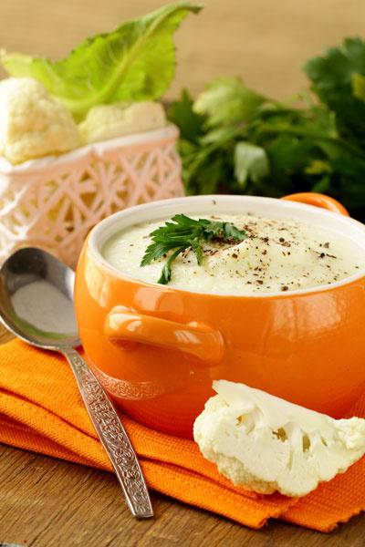 Суп-крем из цветной капусты с гребешками и трюфельным маслом