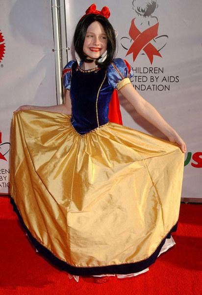 Юная актриса Дакота Фаннинг в образе белоснежки