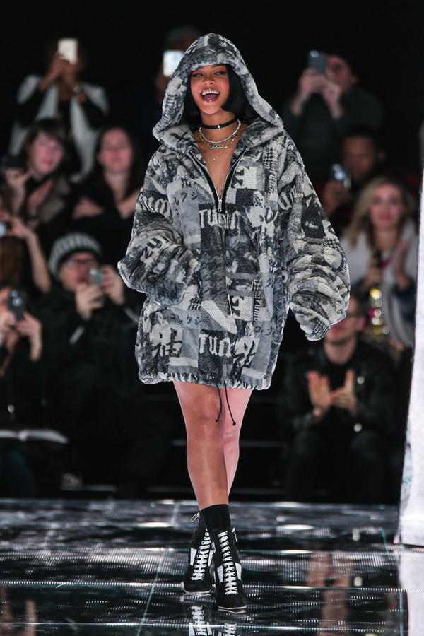 Показ Fenty x Puma by Rihanna на Неделе моды в Нью-Йорке 8c036c355a3