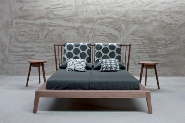 Кровать Gray, орех, дизайн Паолы Навоне для Gervasoni, галерея Altagamma.