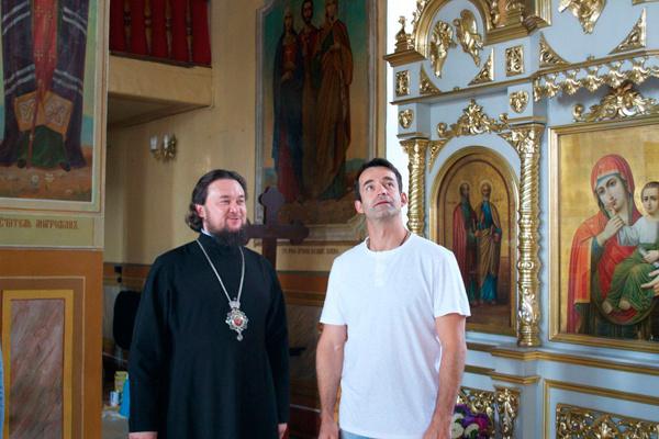 Дмитрий Певцов помогает строить храм святого великомученика Димитрия Солунского в Димитровграде
