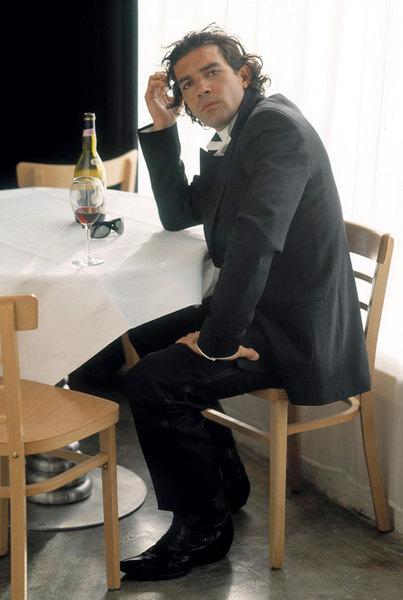 Антонио Бандерас реализовывается как художник-фотограф.