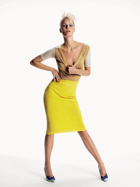 Louis Vuitton. Сумасшедший яркий кашемир. Кашемировое платье, атласные туфли, все— Louis Vuitton; кольцо, Missoma.