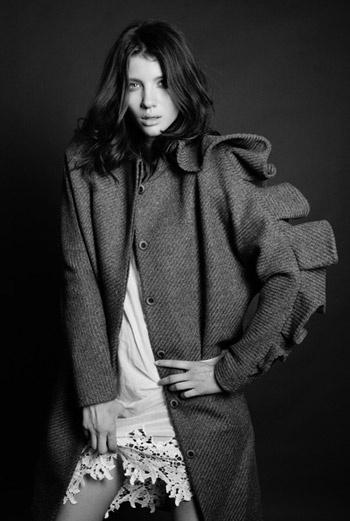 Фото модельного агентства «Президент». Пальто и сорочка Dasha Gauser.
