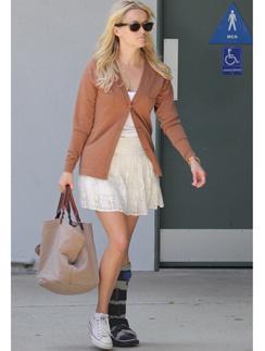 Риз Уизерспун (Reese Witherspoon) не смогла долго сидеть на больничном.