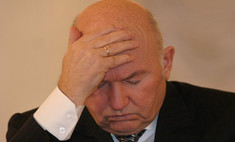 Юрий Лужков собирает вещи