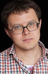 Глеб Шульпяков, поэт, писатель, переводчик. Автор трех книг стихов и четырех романов. Ведущий телепрограммы «Достояние республики» (в 2008–2010 году на канале «Культура»). Лауреат молодежной премии «Триумф».