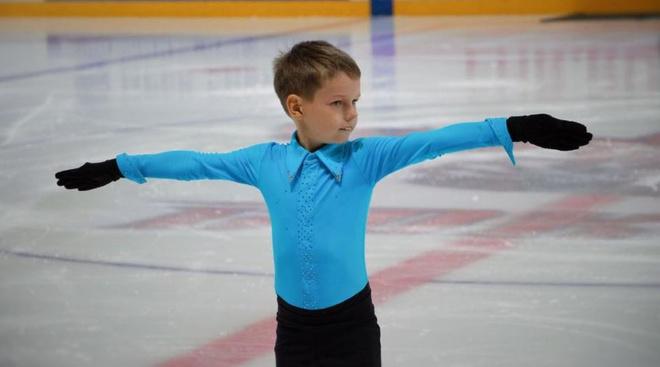8-летний красноярец Алексей Тотмин – участник телешоу «Дети на льду. Звезды»