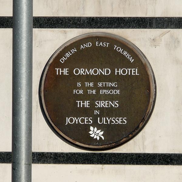 Джойс увековечил Дублин в «Улиссе», а дублинцы увековечили роман на улицах города.