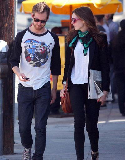 Энн Хэтэуэй (Anne Hathaway) и Адам Шульман (Adam Shulman)