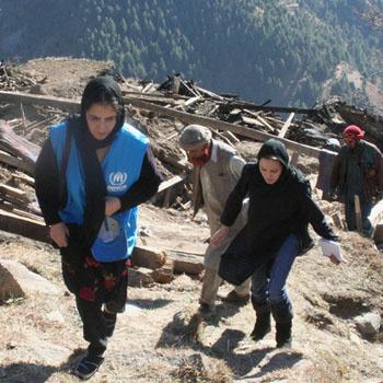 В ноябре 2005 года Анджелина Джоли уже приезжала в Пакистан, где ее приняли с особым радушием.