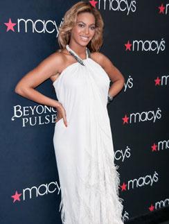 Бейонсе (Beyonce) на презентации именного аромата в универмаге Macy's