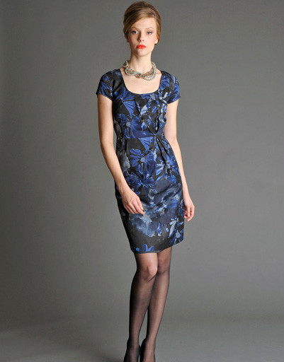 Узкое платье в стиле 60-х украсит любую фигуру