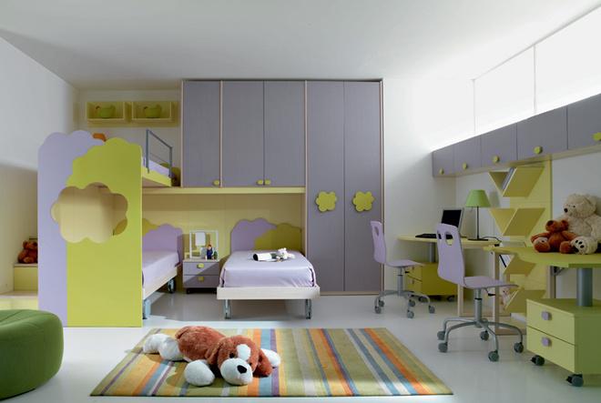 Увеличенная в размерах фурнитура – ручки или заменяющие их прорези – почти обязательная составляющая детской мебели. Композиция 5 на основе серии Mosaiko Nuvola (Faer Ambienti)