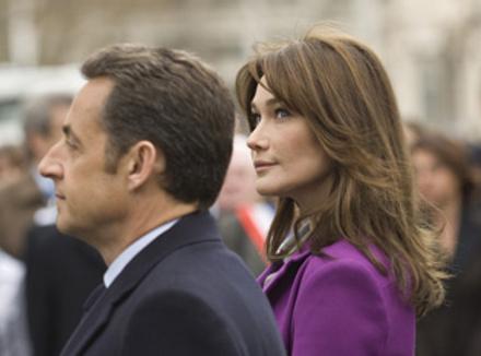 Призидент Франции Николя Саркози (Nicolas Sarkozy ) с женой Карлой Бруни (Carla Bruni-Sarkozy) на возложении венка Шарлю де Голлю, 27.03.2008, Лондон, Великобритания