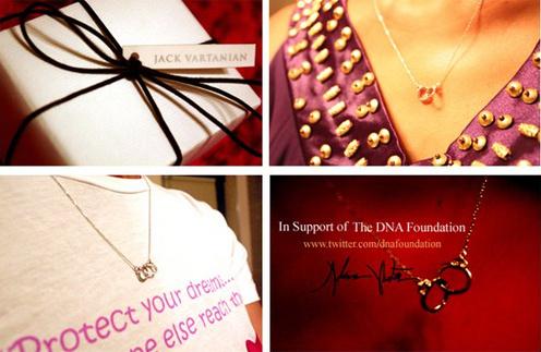 В поддержку кампании была создана линия символичных украшений - кулонов-наручников