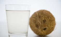 Чем полезна кокосовая вода для волос и лица?