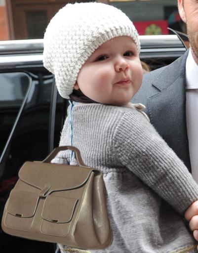 Харпер Севен Бекхэм (Harper Seven Beckham), сумка Victoria Beckham