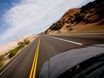 Автомобиль на шоссе